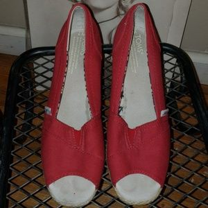 TOMS Red wedges 7W